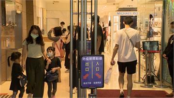 就怕疫情再爆發!影城嚴格執行「實名制」 入座掃QR CODE 百貨未戴口罩禁搭電梯