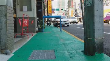 走在人行道得先學會「跨欄」?貪方便路障擺上人行道害人害己