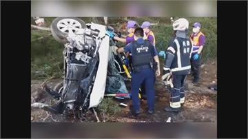 小客車自撞路樹翻車 駕駛送醫搶救後不治
