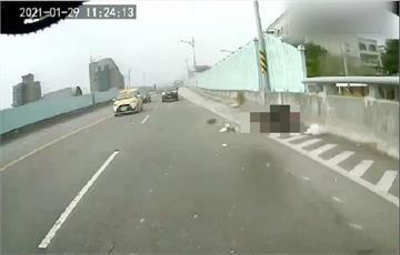 快新聞/驚!北市文林橋女騎士被砂石車輾斃 行車畫面曝「有紅色液體濺出」