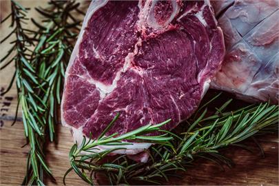 牛肉打開「變黑」是壞掉?網反應超兩極 真相曝:未氧化、比紅色新鮮