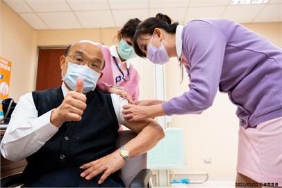 快新聞/挽袖比讚!蘇貞昌接種疫苗畫面曝光