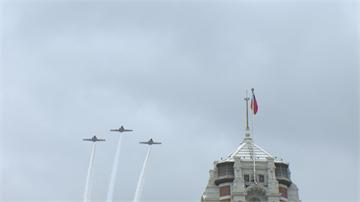 快新聞/國慶首場半兵力預演 直升機旗隊分列式及F-16V衝場劃過天際