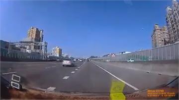 國道驚魂!飛天輪胎跨3車道 砸汽車擋風玻璃