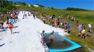 夏天也能滑雪!俄羅斯度假中心鋪設滑雪道吸客