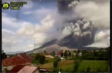 印尼錫納朋火山噴發 無人傷亡航班正常