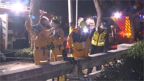 大學生騎車返宿舍 自撞橋墩摔5米深排水溝