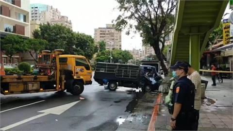 快新聞/北市一早2起車禍 小貨車自撞圍牆、電箱