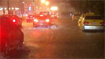 台南滂沱雨勢 小東地下道積水 一度封閉