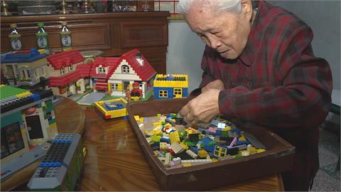 92歲阿嬤帶孫玩積木反上癮30年!想努力蓋回兒時居住的三合院