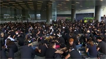反送中/香港政府已讀不回4大訴求 上千港民再度包圍立法會