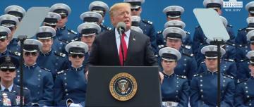 川普出席美國空軍官校畢典 主持人唱名台灣