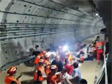 中國鄭州暴雨成災 大水灌入地鐵站釀12死5傷