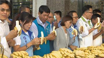 快新聞/陳其邁備詢首日高市議會「超熱鬧」 4團體抗議陳情「反美豬、蕉農」都來