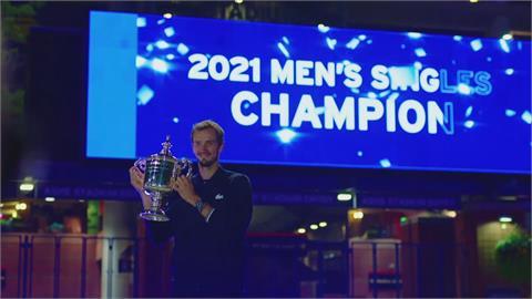 三巨頭世代結束? 新科美網冠軍梅德韋傑夫解釋「死魚慶典」