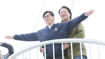 快新聞/高雄基隆簽MOU推郵輪觀光 陳其邁、林右昌「兄弟情爆棚」上演鐵達尼號