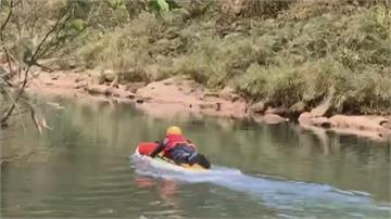 5人相約新北划獨木舟 1女踩空沉入河裡送醫