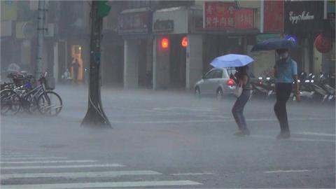 快新聞/雨神降臨!全台16縣市發布大雨、豪雨特報 防雷擊強陣風