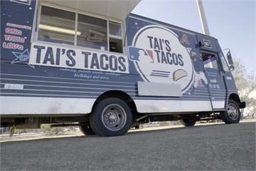 響尾蛇投手深藏不漏!打造餐車送球迷「渥克捲餅」