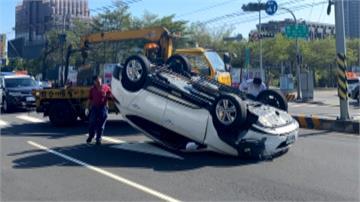 血壓飆高暈眩 駕駛自撞分隔島車毀人無傷