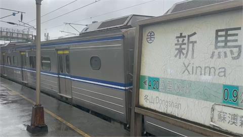 快新聞/區間車冒火停站搶修又續駛 台鐵回應:鬆軔不良導致
