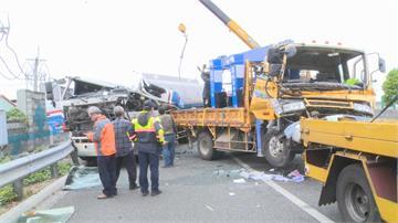 貨櫃車 拖板車 油罐車撞成一團萬幸燃油沒有外洩 兩駕駛骨折