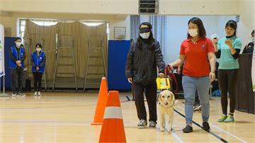 「 勇」不放棄!銀行公益馬拉松藝人唐從聖擔任視障陪跑員