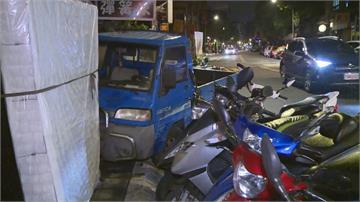 撞路邊8車 目擊者傻眼:裝沒事落跑肇事男誇張行徑全都錄 下場出爐...