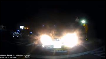 遠燈逆向車急駛過來!騎士嚇壞報警