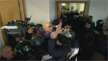 喬治亞政局動盪! 警突襲反對黨總部逮黨主席