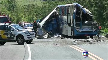 巴西紡織廠巴士與卡車相撞 至少40死