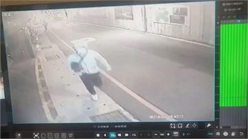 金錢糾紛惹殺機? 「一人把風一人下手」 男家門前遭連砍4刀