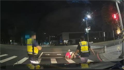 騎士酒駕自摔正好遇警察 躲不了當場被逮