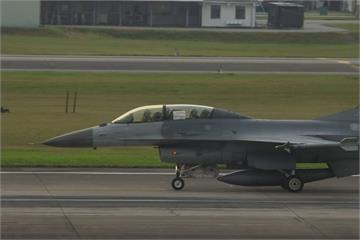 快新聞/為醫護團隊加油! F-16座艙現大字 飛官戰訓替防疫打氣