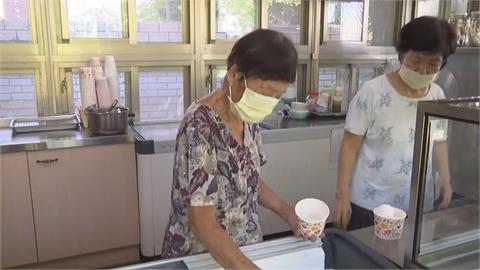 讚疫苗造冊高效率守防線 94歲常美嬤:以身為高雄人為榮