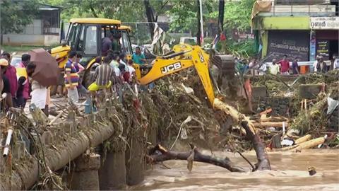 兩層樓民房沒入水中 暴雨強灌印度喀拉拉邦至少26死