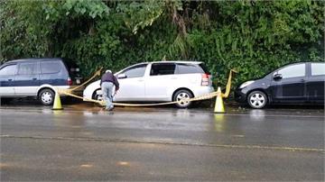 快新聞/基隆連日降雨土石滑落! 4塊大石砸轎車 玻璃全毀