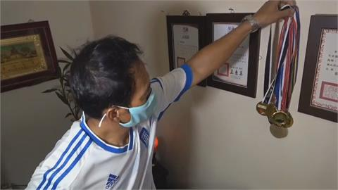 第二次踢進奧運 劉威廷首戰落敗 家人跨海加油