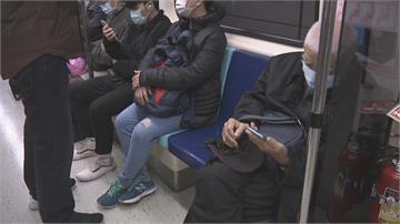 搭捷運不讓座代表「人品有問題」?男網友淚喊遭女友分手