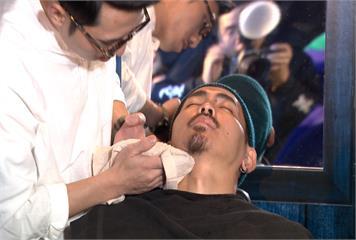 70%男性怕刮鬍子 OZI代言全新防震刮鬍刀