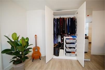 衣櫃打開就釀土石流?「永遠不會亂」的衣物收納法學起來