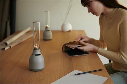 Sony 新一代 LSPX-S3 玻璃共振揚聲器讓居家有柔和燭光與音樂伴隨優雅居家生活