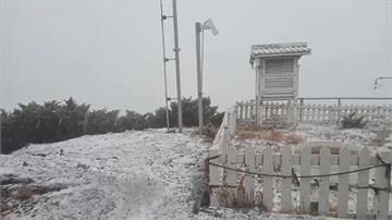 玉山降下今年「初雪」 雪霰積雪最深達2.5cm