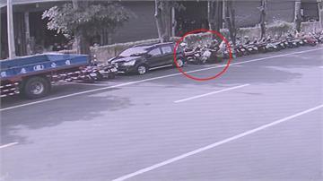 女外送員分心找路撞四汽機車肇逃 車主調監視器報警處理