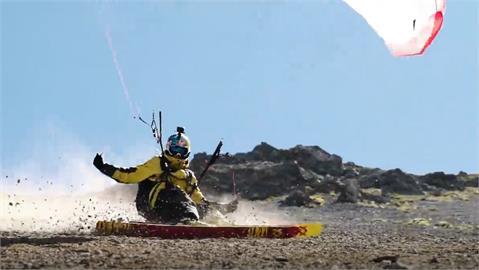 沒雪也能滑! 法國好手飛行傘結合雪板秀特技