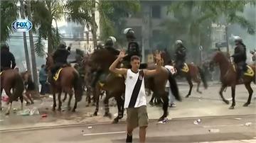 里約足球賽禁觀眾入場 球迷與警爆衝突