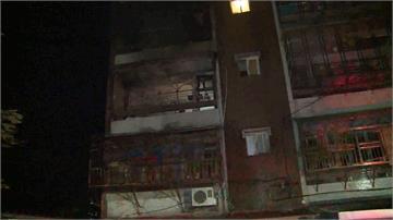 淡水公寓凌晨惡火 母子3人受困獲救