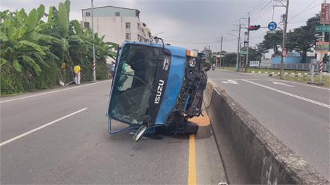 扯!小貨車撞車不報警 駕駛偷開另一輛貨車逃逸