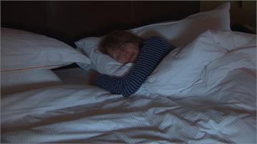 女性睡覺開燈恐變胖!5年至少增加5公斤