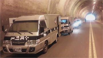 滿載現金運鈔車拋錨隧道內 警方戒護協助移出